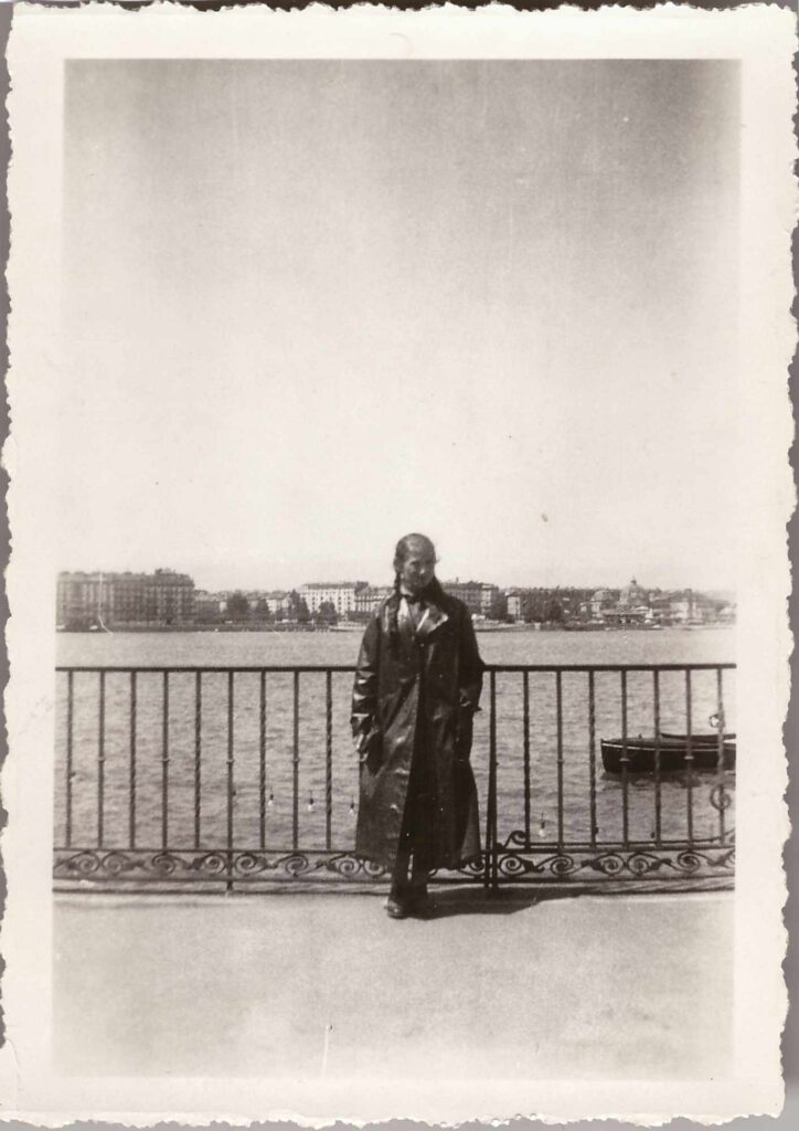 Bild: ev. Gertrud Gürtler an unbekanntem See (ev. Genfersee)