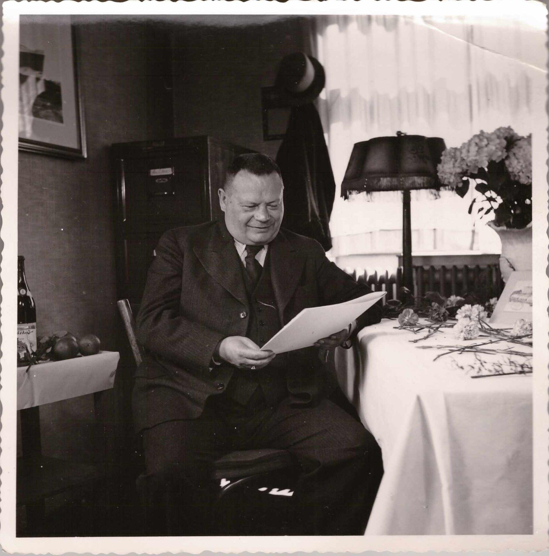 Bild: Albert Gürtler-Baumann am 25-Jahre Firmenjubiläum in der Ciba, Basel am 9. Juli 1939