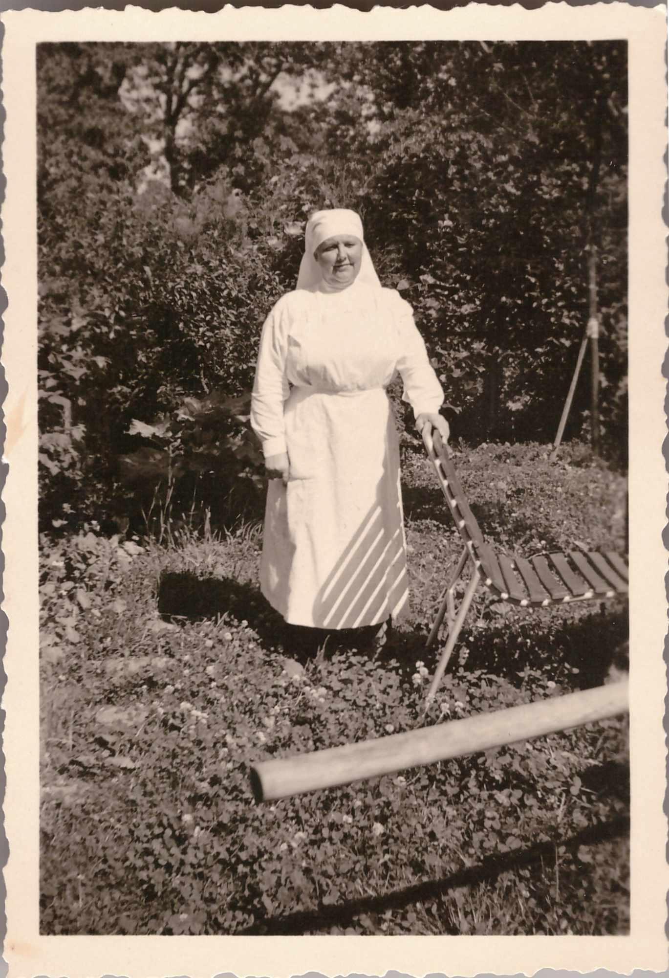 Bild: Maria Gürtler-Baumann im Frauenhilfsdienst als Pflegerin