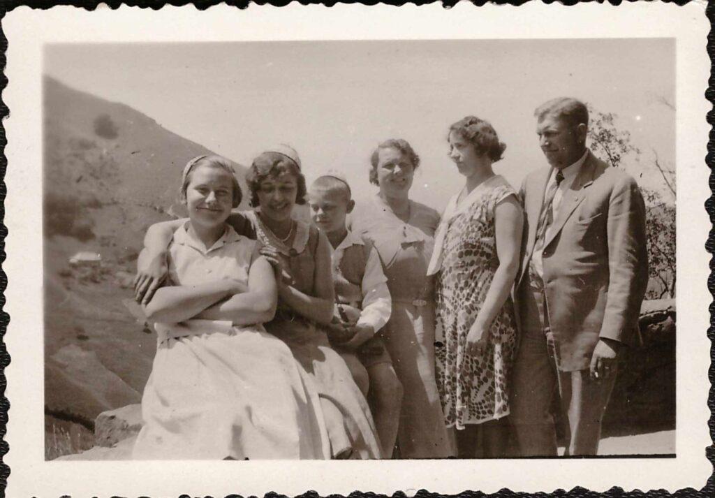 Bild: Gertrud Gürtler (vorne li) mit Familienangehörigen