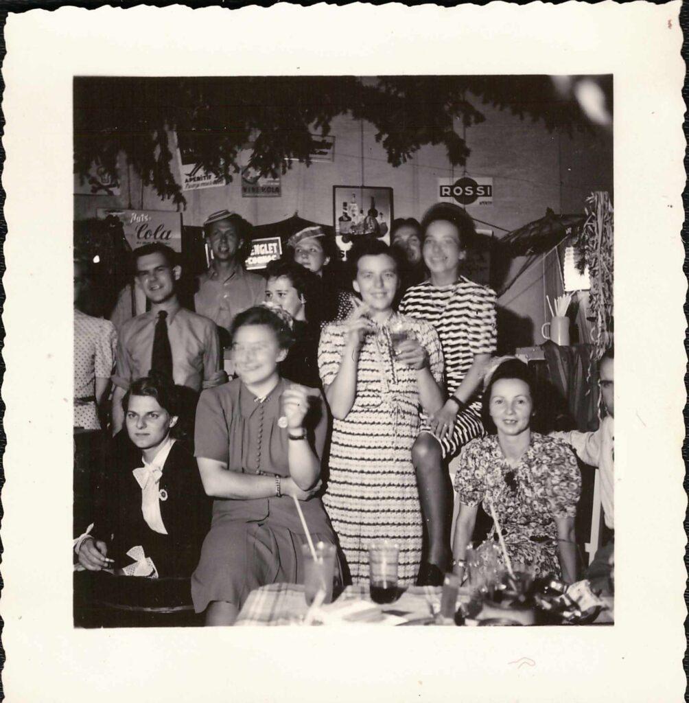 Bild: Hausfest zum 1. August 1942 (Gertrud Gürtler 2. Person links vorne )