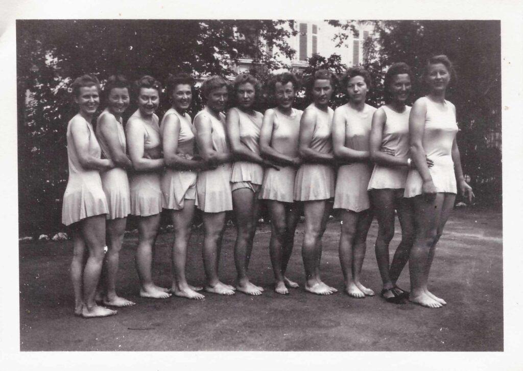 Bild: Kantonaler Turntag 1942 auf der Schützenmatte in Basel, Gertrud Gürtler dritte von links