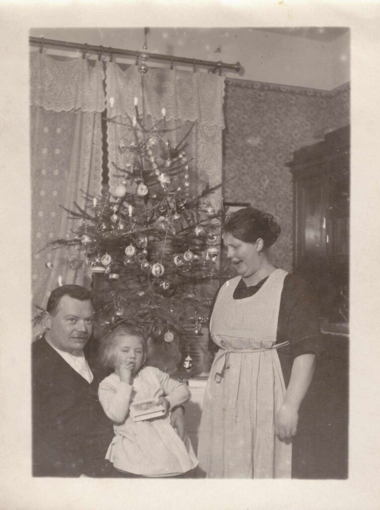 BIld: Albert und Maria Gürtler-Baumann mit Gertrud (datiert Januar 1923)