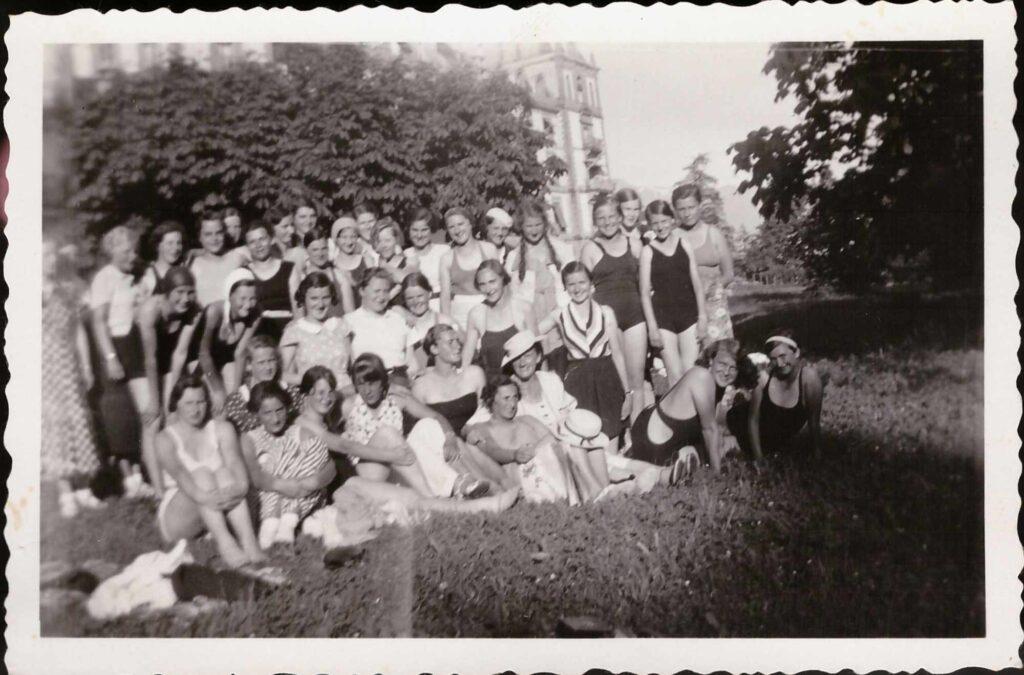 Bild: Gruppenfoto Mädchenpensionat «La Romande»