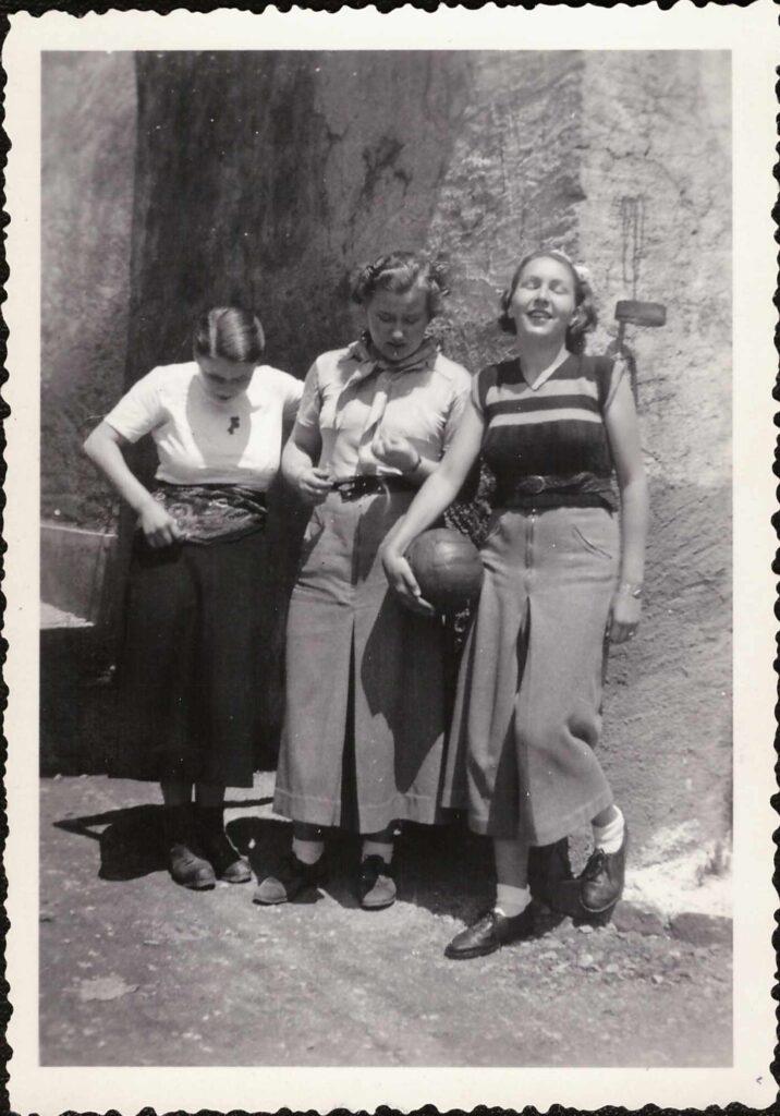 Bild: Gruppenfoto aus dem Mädchenpensionat «La Romande»
