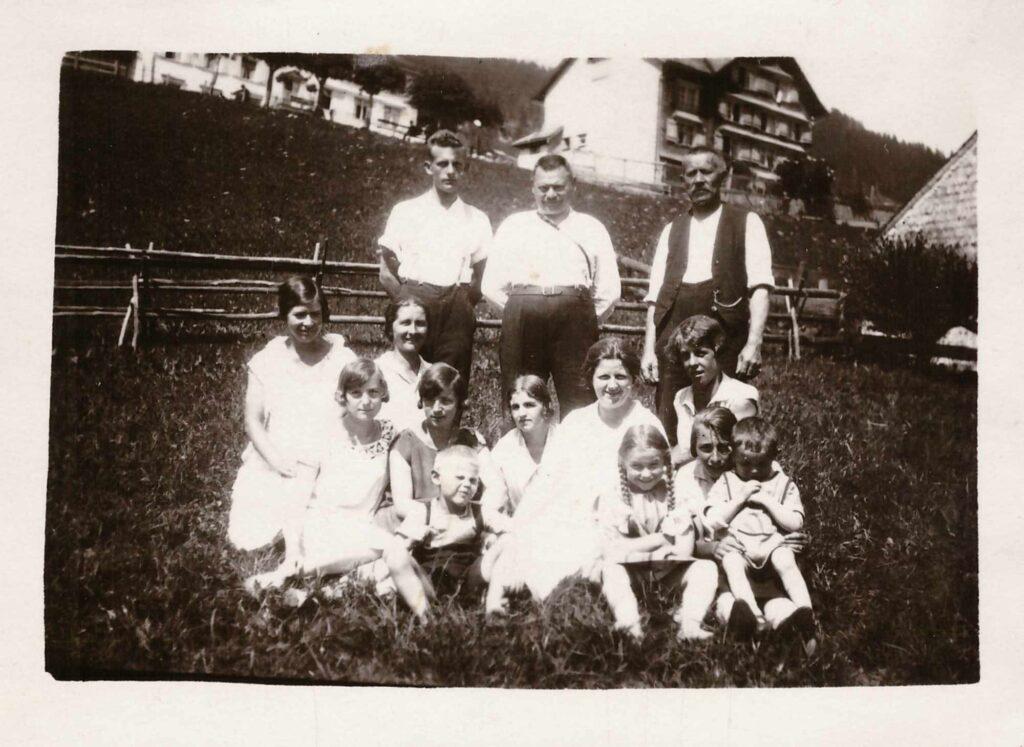 Bild: Familie Gürtler-Baumann mit unbekannten Personen