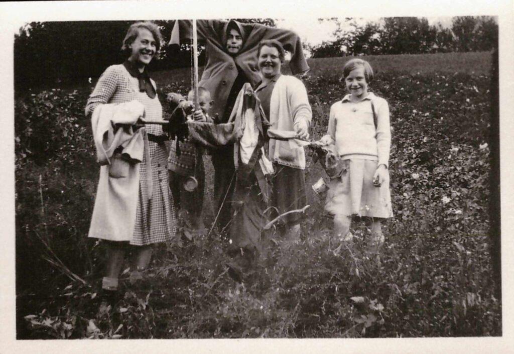 Bild: Schnappschuss, Maria Gürtler-Baumann, Gertrud und Kurt und unbekannten Personen