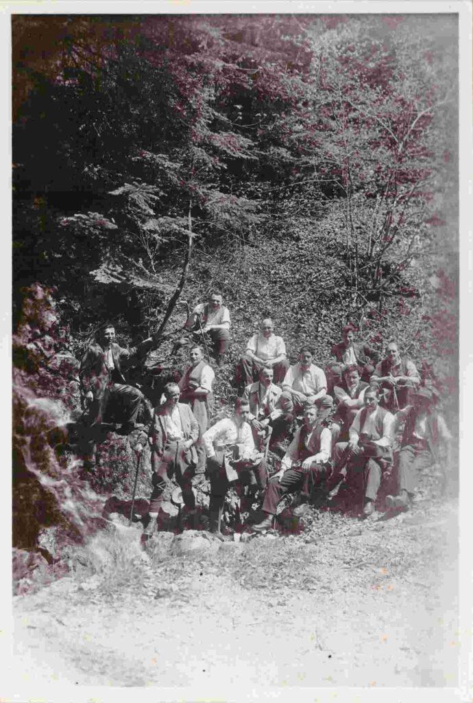 Bild: Fotokarte, Albert Gürtler-Baumann ( oben) und diverse Personen