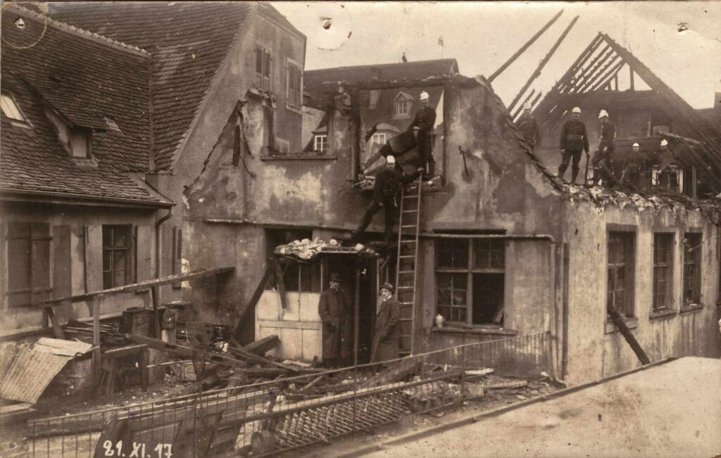 Bild: zerstörtes Haus, unbekannter Ort, 21. November 1917