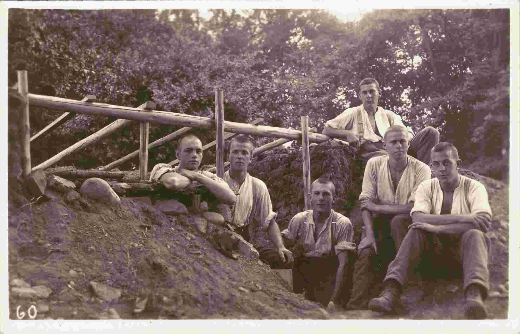Bilb: Gruppenbild mit unbekannten Soldaten 1932