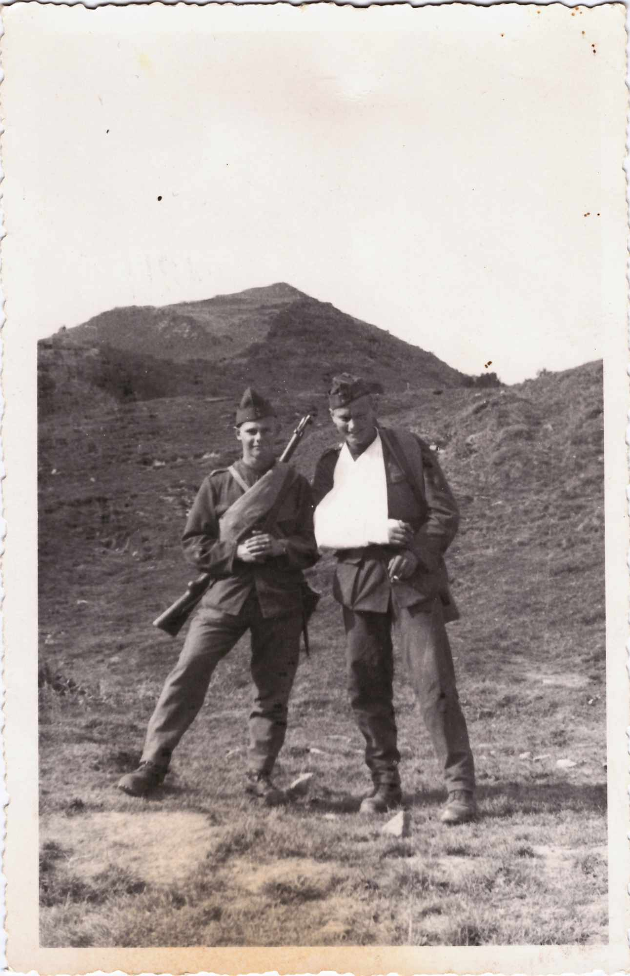 Bild: Kurt Gürtler (li) als Soldat mit unbekannter Person