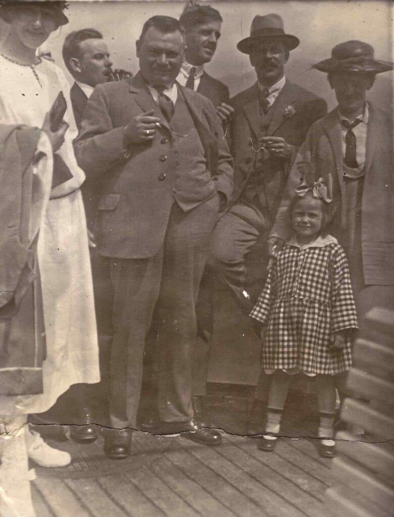 Bild: Albert Gürtler mit Gertrud und unbekannten Personen