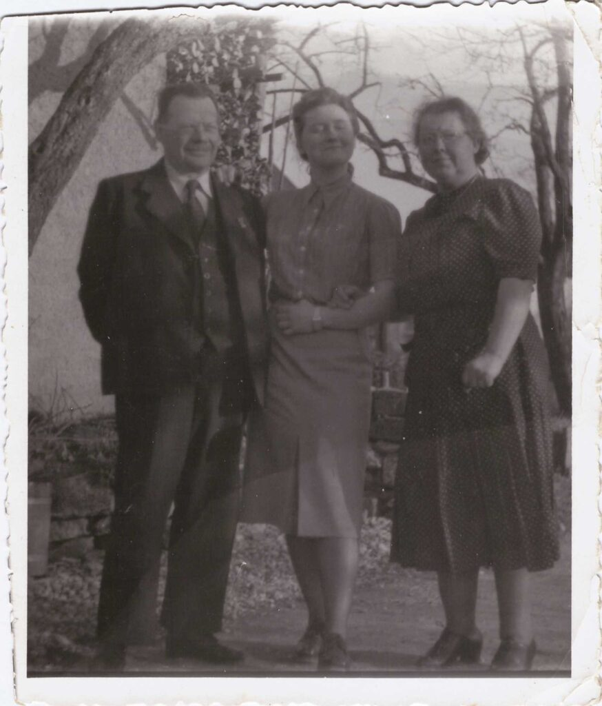 Bild: Gertrud Gürtler mit Eltern Maria und Albert