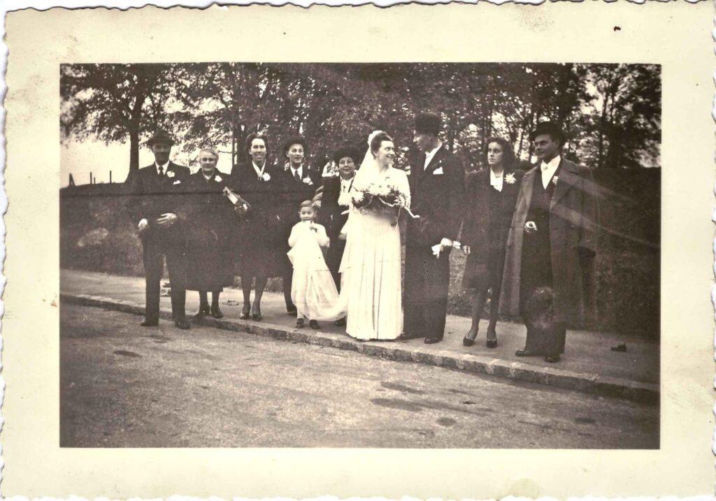Bild: Hochzeitsgesellschaft Gertrud Gürtler, Heirat mit Ernst Ulrich 1946