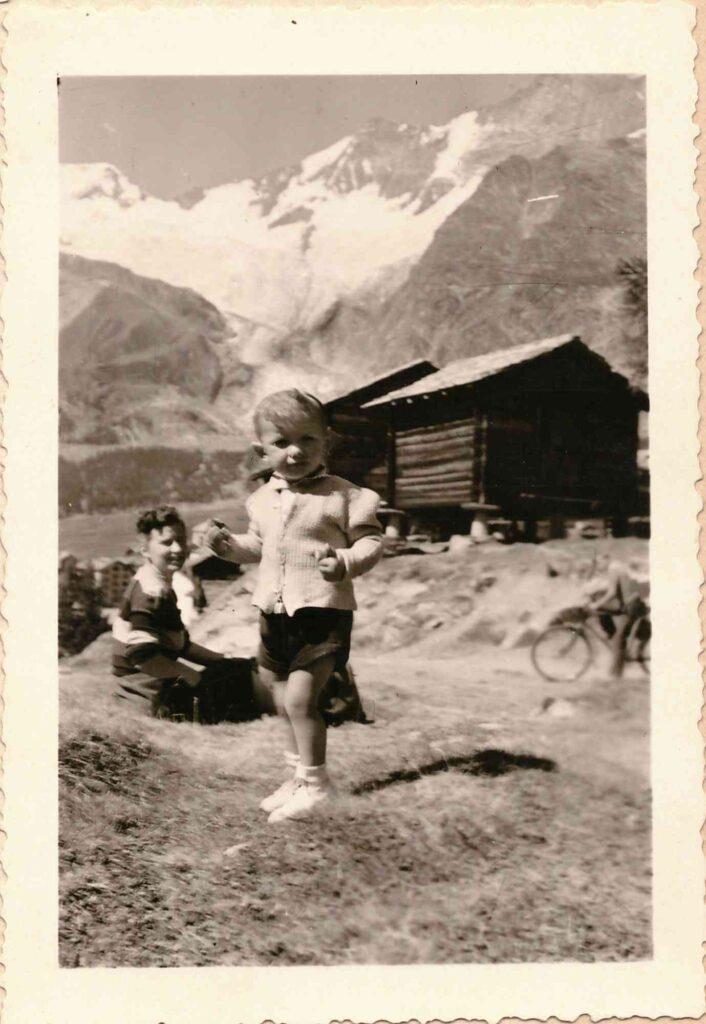 Bild: Gertrud Ulrich-Gürtler mit Sohn Urs in Saas-Fee ca. 1949