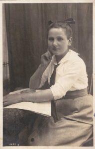 Bild: Studioaufnahme, unbekannte junge Frau, Datum unbekannt