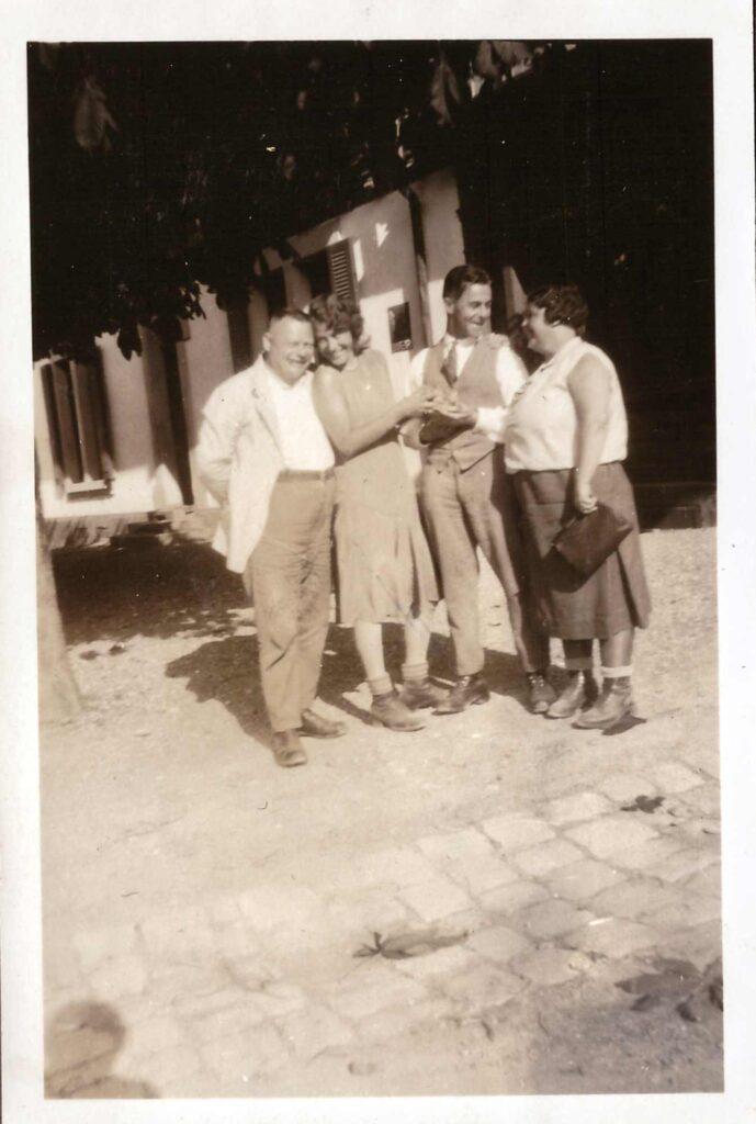 Bild: Albert und Maria Gürtler mit jüngerem Paar