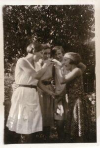 Bild: unbekannte Mädchengruppe