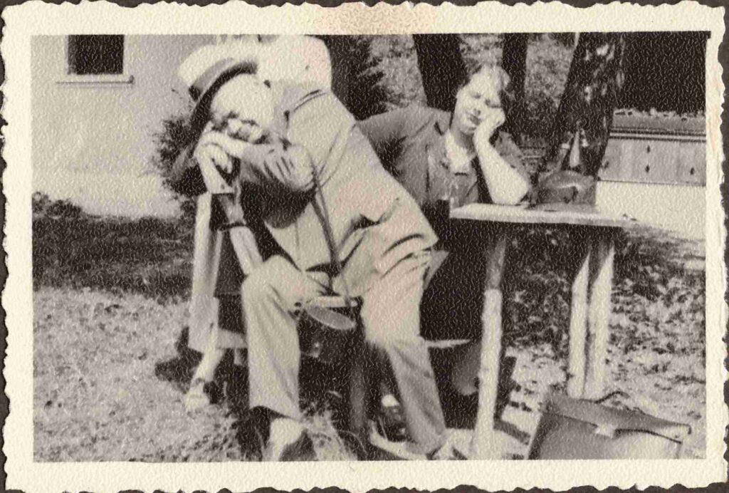 Mittagsschlaf: Maria und Albert Gürtler-Baumann bei einem Nickerchen