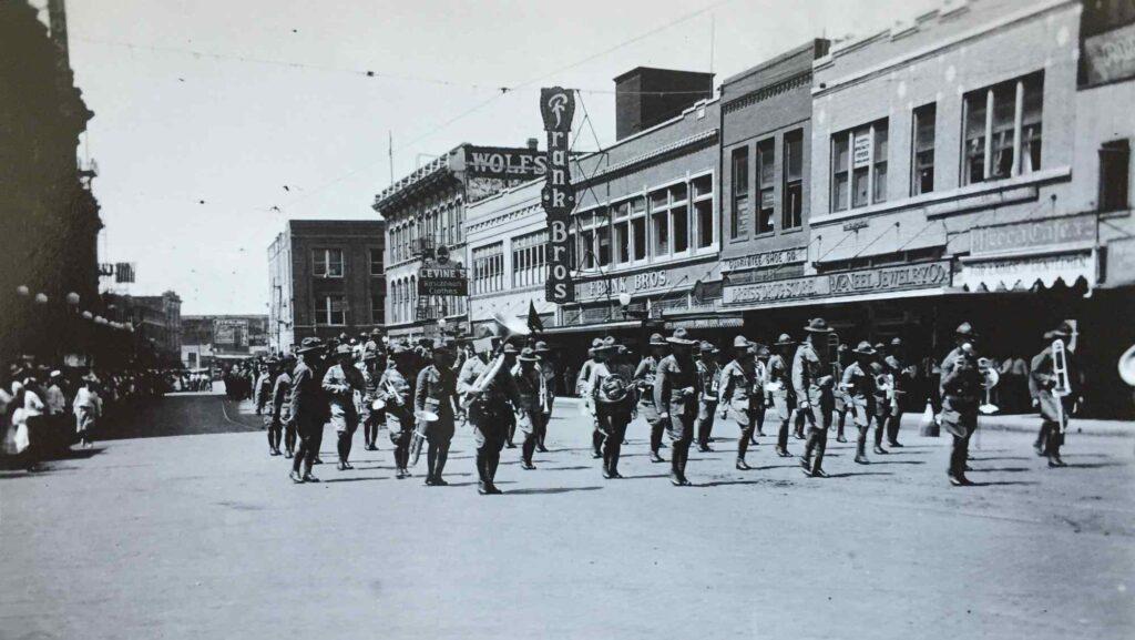Bild: Parade in San Antonio, 1920