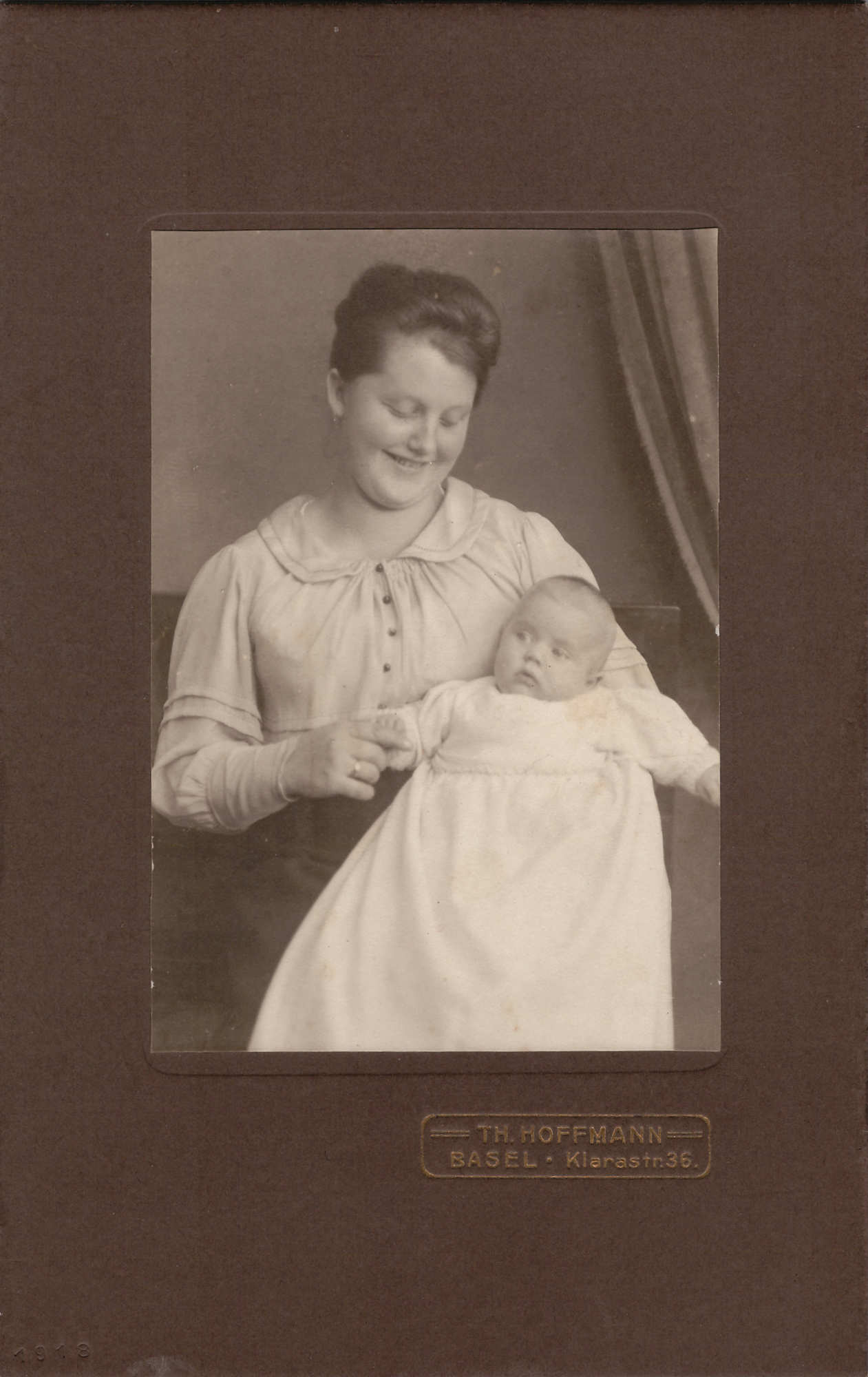 Bild: Studiofoto, Maria Gürtler-Baumann mit Tochter Gertrud