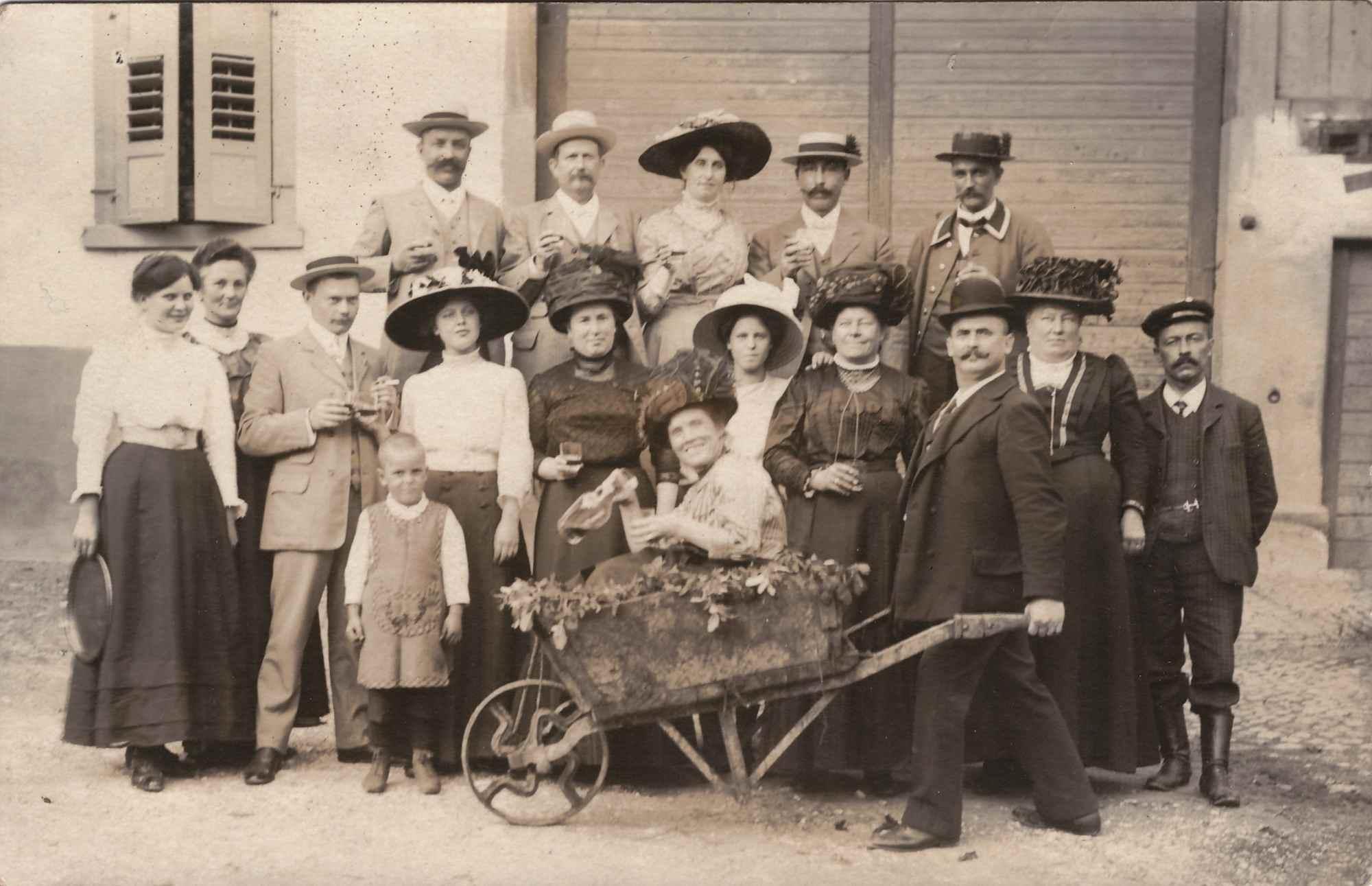 Bild: Familienfoto aus ca. dem Jahr 1916