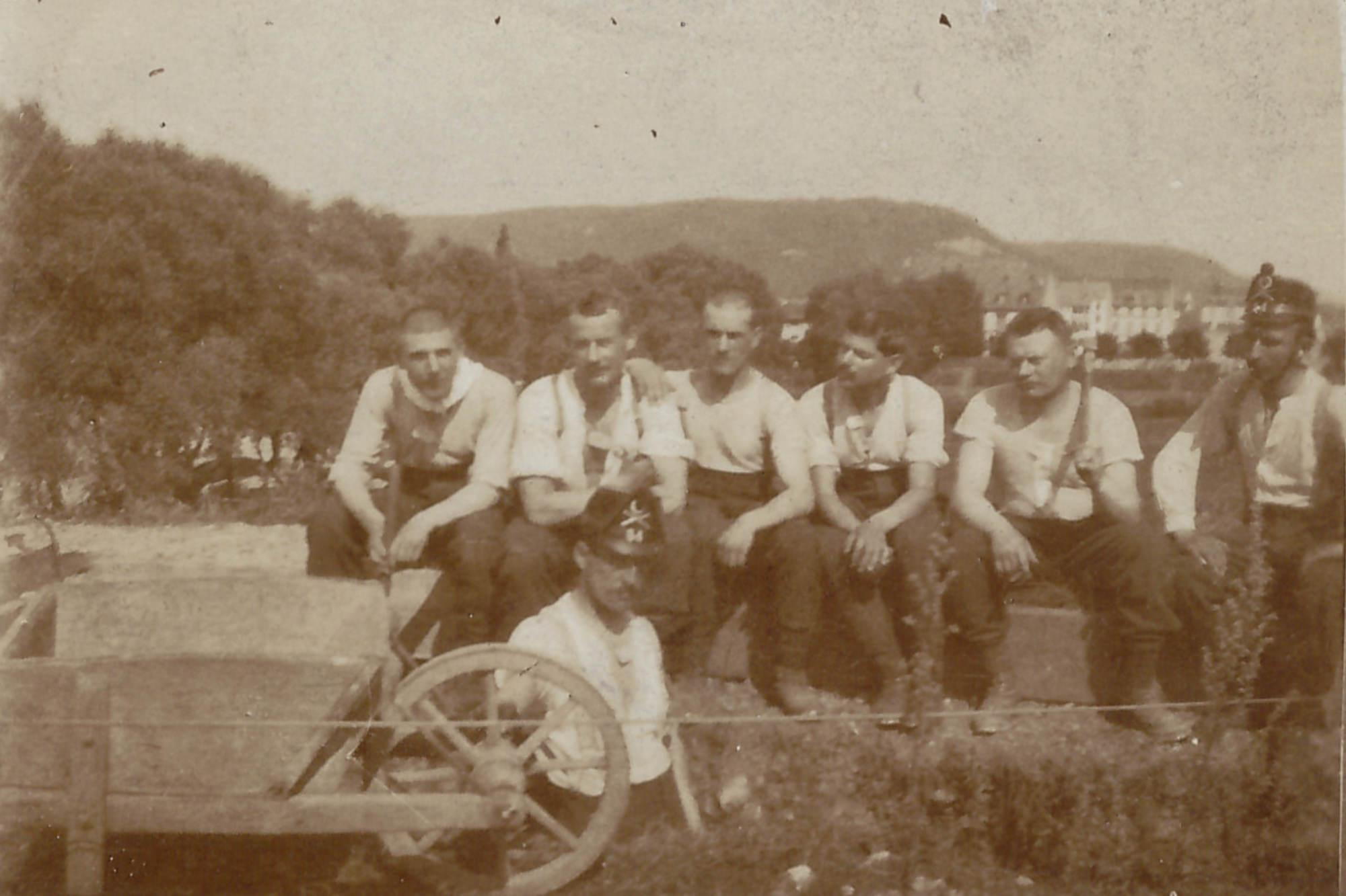 Bild: Gruppenbild mit Soldaten, Albert Gürtler 2. v. re