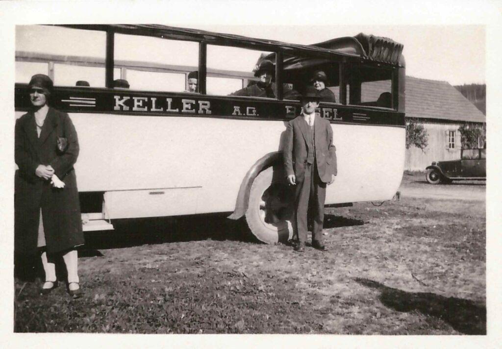 Bild: Ausflugs-Autocar mit faltbarem Dach
