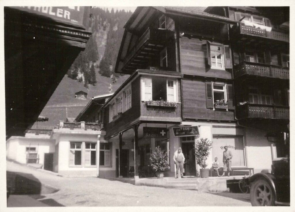 Bild: Albert Gürtler-Baumann vor dem Gasthof Kreuz/Metzgerei-Wursterei