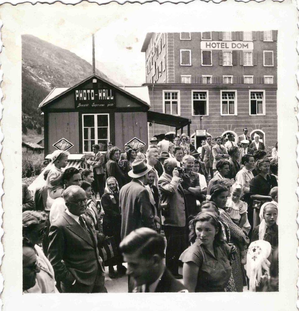 Bild: unbekannter Anlass in Saas-Fee im Jahr 1949/1950